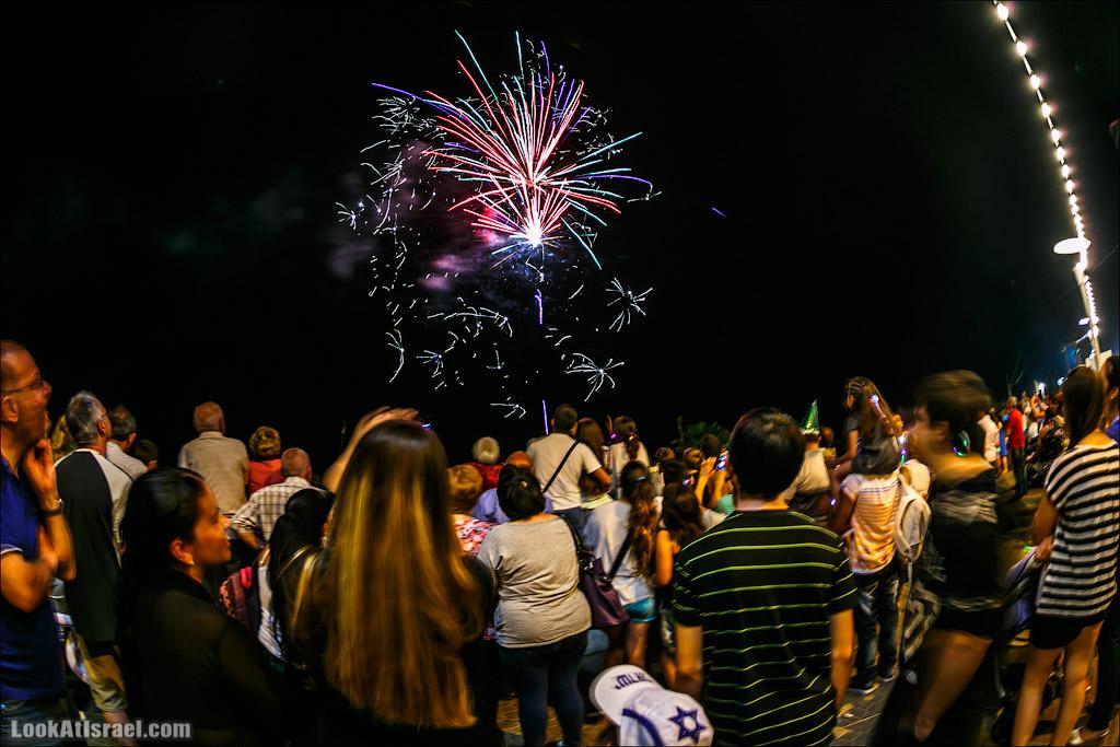 Праздничный салют на День Независимости в Бат Яме