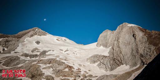 Montferrat bajo la luna de julio. ©aunpasodelacima