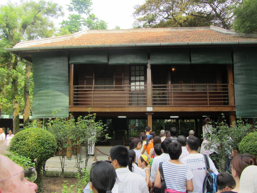 0375Uncle_Ho's_House