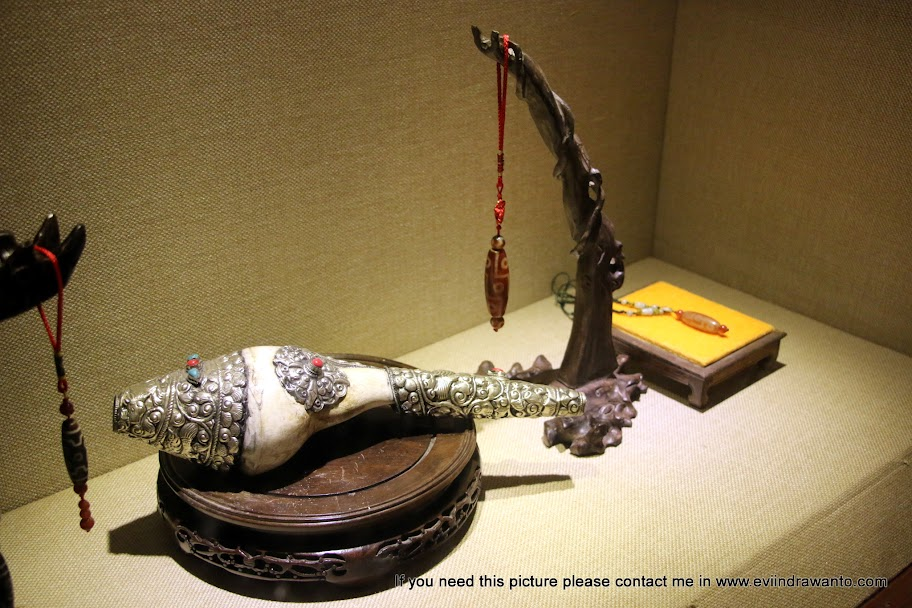 Tian Zhu dan batu mulia yang sangat bernilai