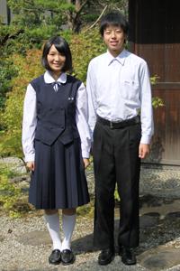 天理高等学校の女子の制服3