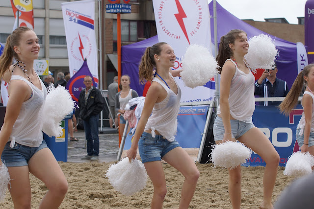 cheerleaders van Hypnosis Dance Academy op BK Beachvolley Roeselare
