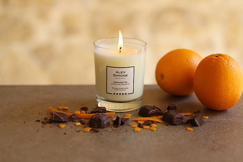 Parfum d'intérieur : une bougie parfumée à l'orange et au chocolat.