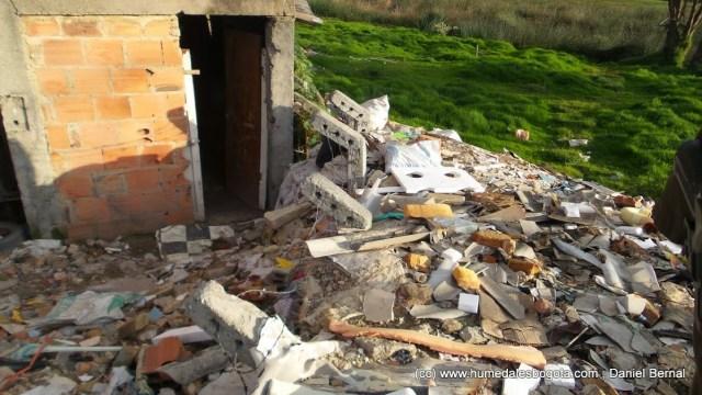 Cerramiento sepultado por los escombros