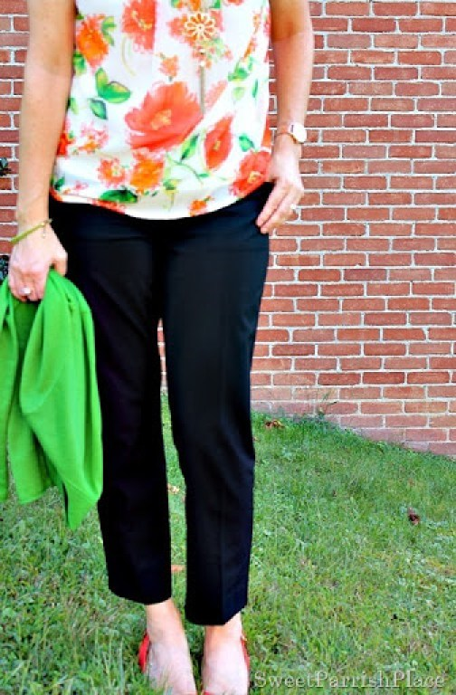 black-cropped-pants-floral-blouse-green-cardigan2