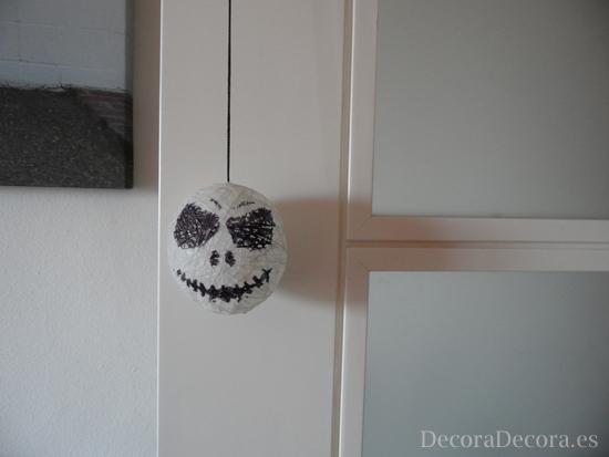 Idea para decorar una puerta en halloween for Decoracion puertas halloween