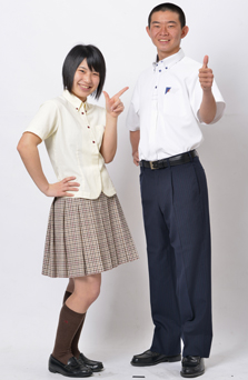 龍谷高等学校の女子の制服2