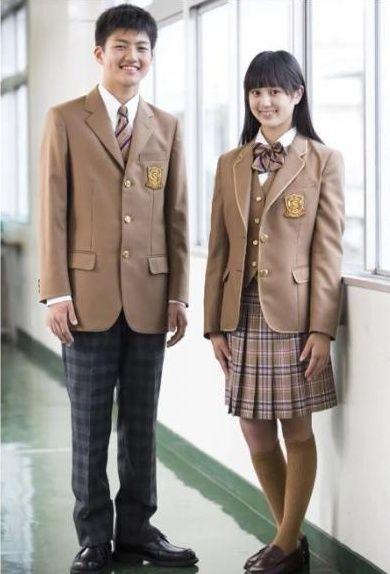 作新学院高等学校の女子の制服1