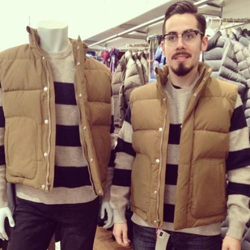 #撞衫也是一種樂趣:溫哥華男子就是愛到店跟假人模特兒撞衫 6