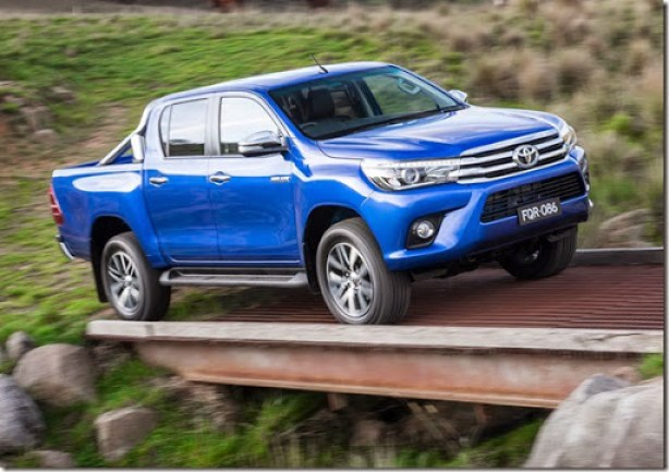 2016-Toyota-Hilux-25