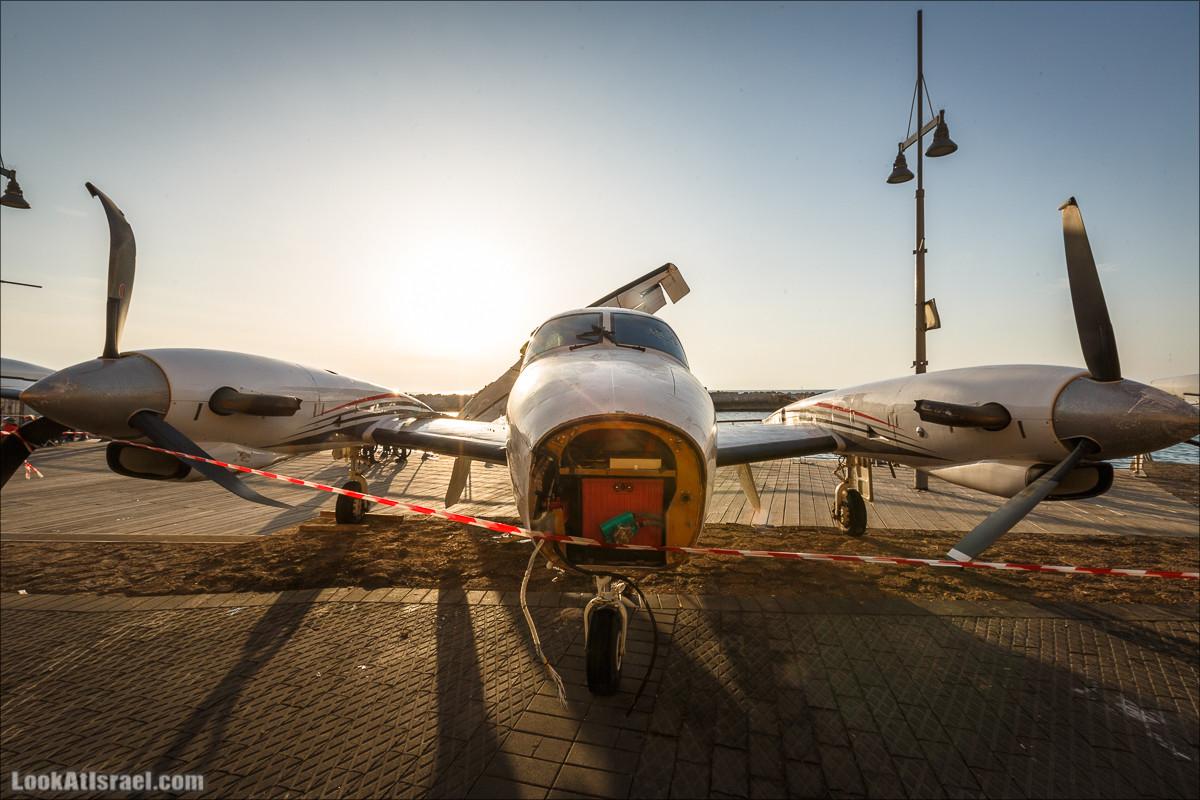 Потерпевший крушение самолет в Яффо   LookAtIsrael.com - Фото путешествия по Израилю