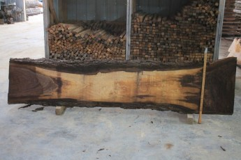 Walnut 313-1  Length 9', Max Width (inches) 26 Min Width (inches) 12 Thickness 8/4  Notes : Kiln Dried