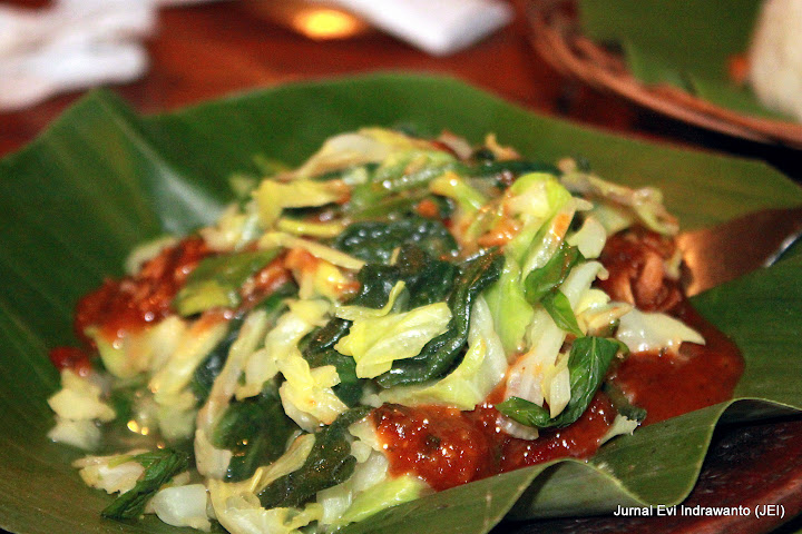 Pecel Herbal di rumah makan gentong