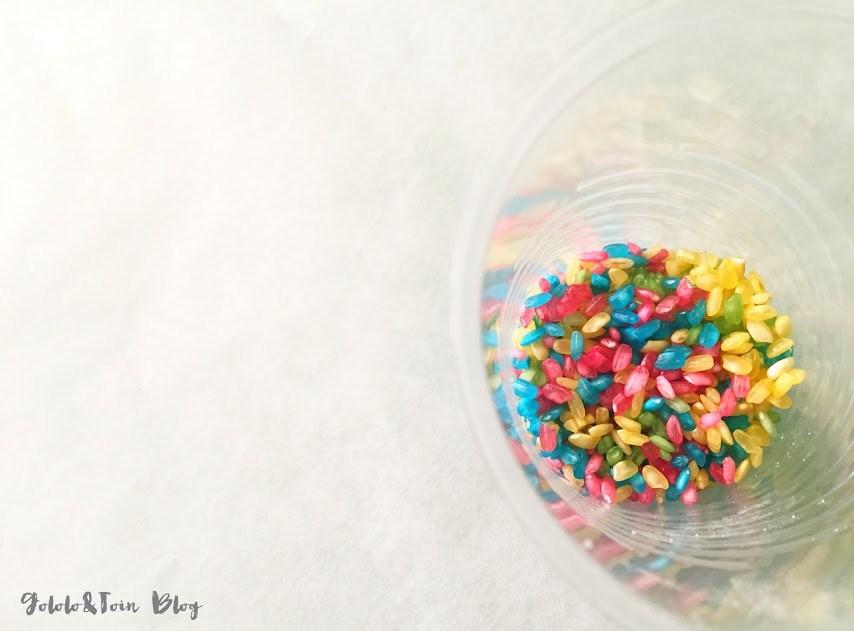 diy-manualidad-infantil-niños-arroz-teñido-maraca-vaso-plástico-música
