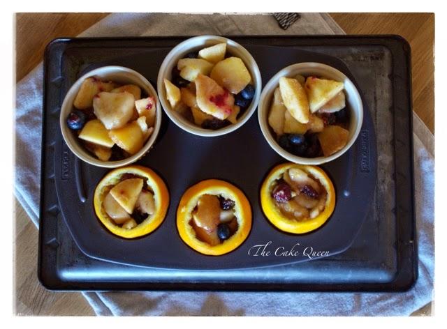 Cobbler de frutas en naranjas y moldes individuales, rellena bien tus naranjas y moldes