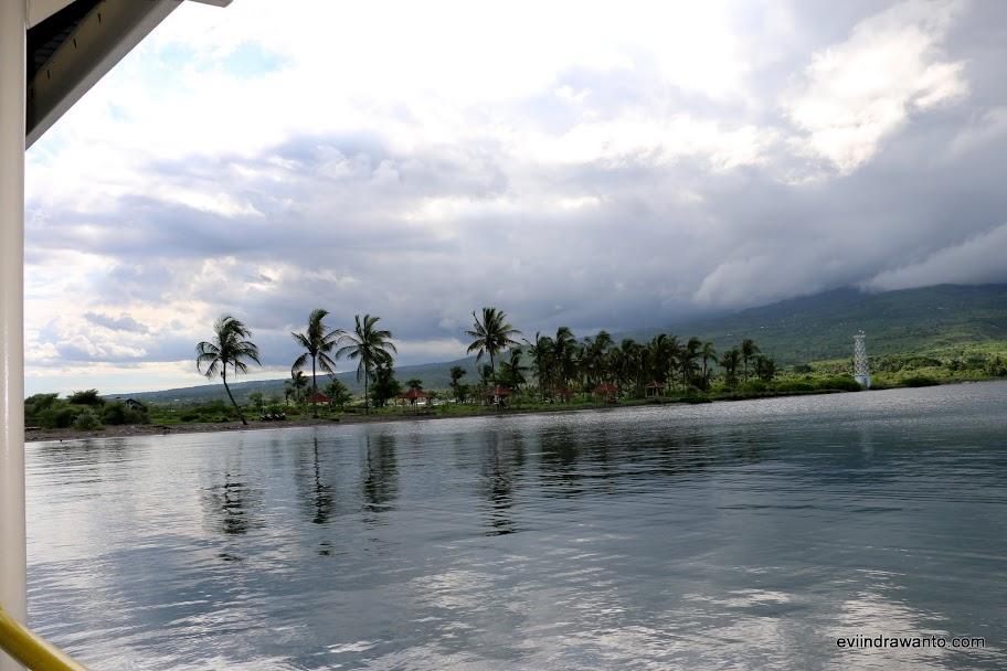 Pemandangan dari sebelah kiri dermaga Kayangan