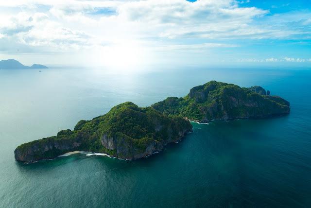 Cauayan Island Image by John S Goulet