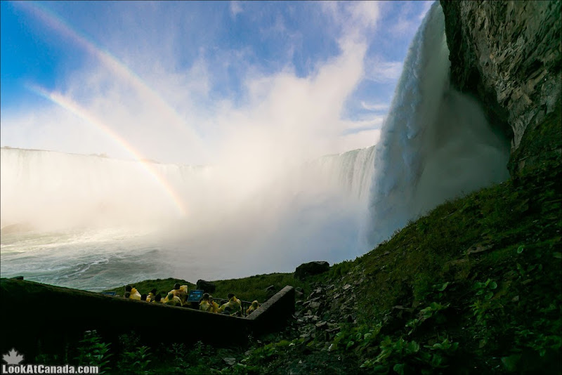 LookAtCanada.com / Ниагара - Заглянуть за водопад