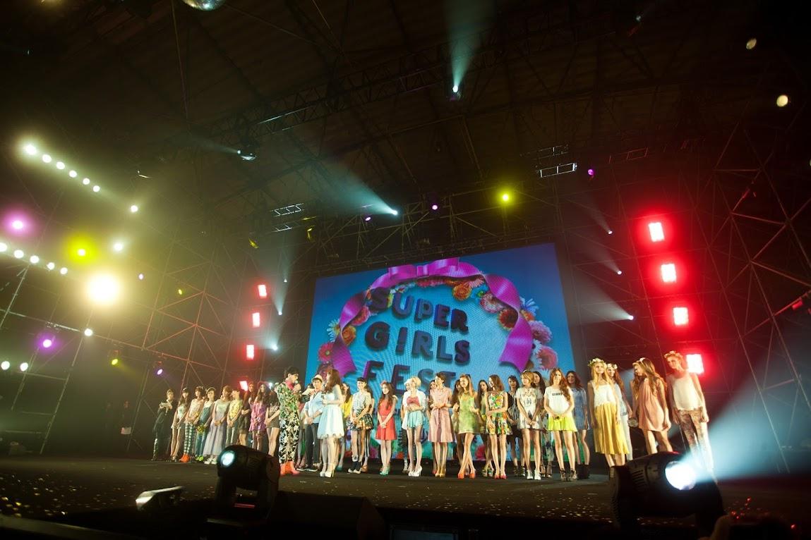 *2013 SUPER GIRLS FESTA 最強美少女盛典:田中美保、藤井莉娜、佐佐木希性感走秀! 1