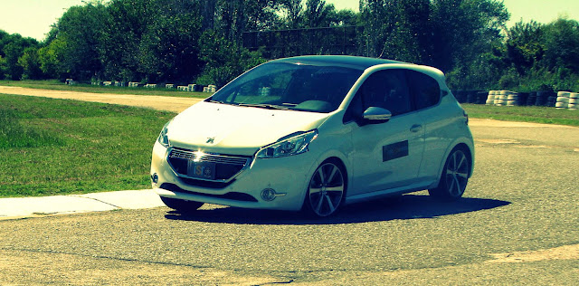 Peugeot%2520208%2520XY%2520GTI%252812-03-2014%2529_7040.JPG