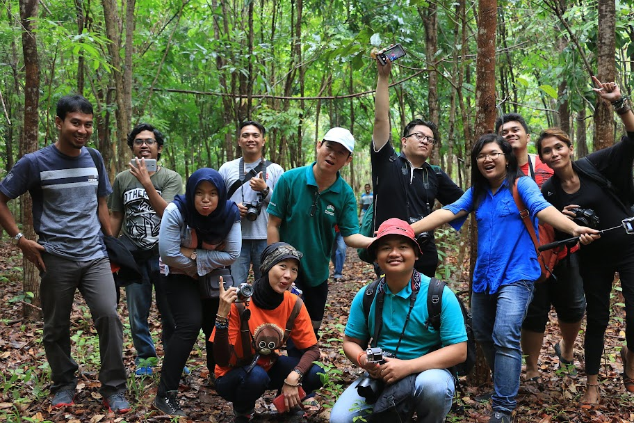 Jalan-jalan di Kebun Raya Minahasa atau kebun Raya Megawati Soekarno Putri