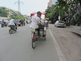 0006Pedicab_Ride_in_Hanoi