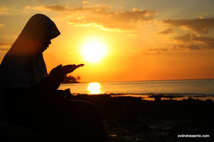 sunset romantis di pantai bima