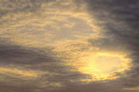 Céu com nuvens vermelhas