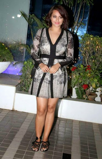 Sonakshi Sinha Height
