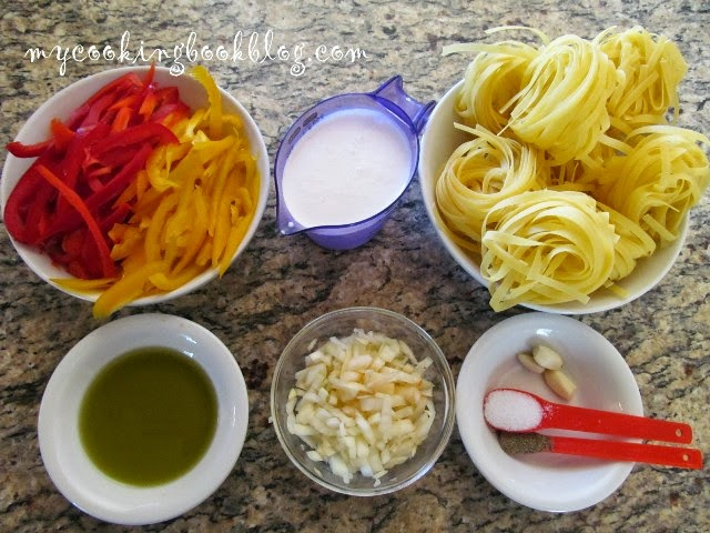 Талятеле (Tagliatelle) с цветни чушки, сметана и чесън