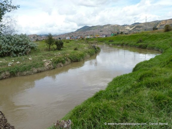 Río Tunjuelo sobre el humedal La Libélula