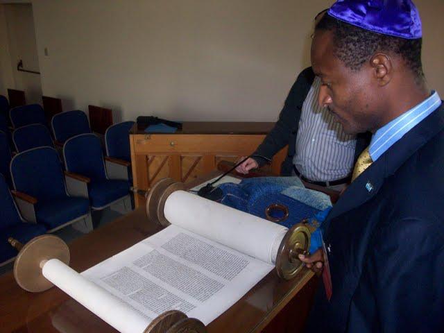 IVLP 2010 - Visit to Jewish Synagogue in IOWA - 100_0853.JPG