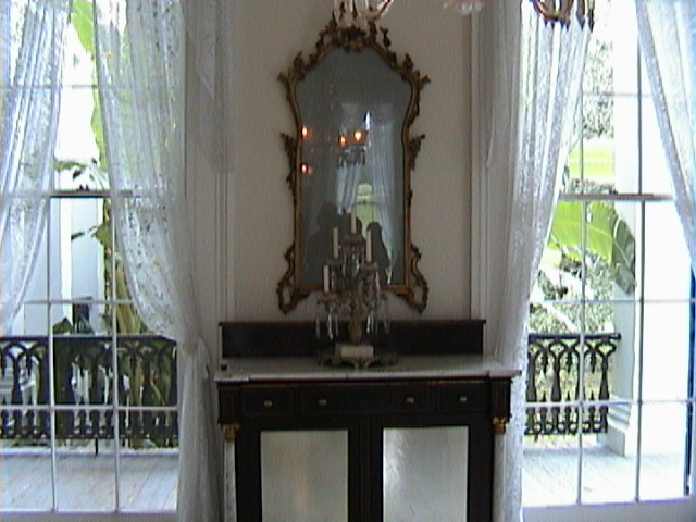 0290Inside_a_Southern_Mansion_-_New_Orleans