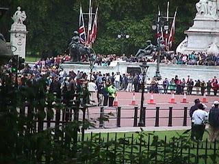 0110Entrance to Buckingham Palace