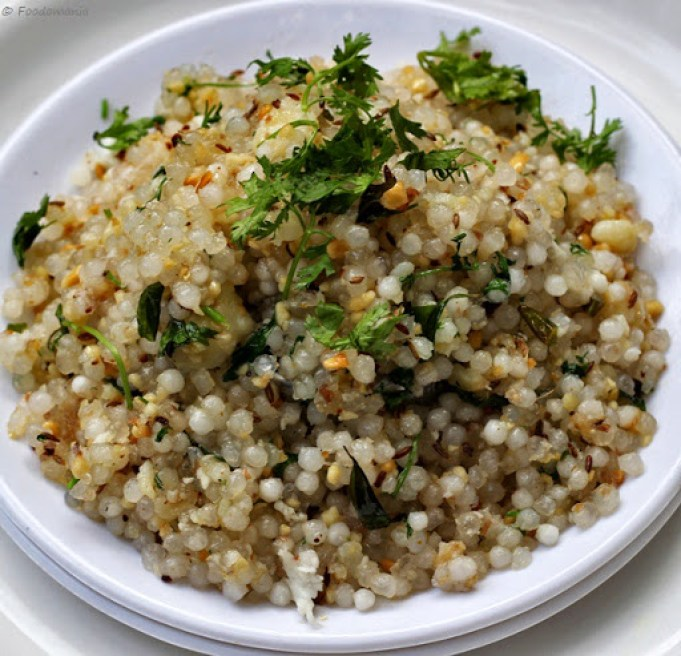 Sabudana Khichdi Recipe | Quick & Easy Indian Sago Upma | Maharashtrian Sabudana Upma Recipe by Foodomania.com