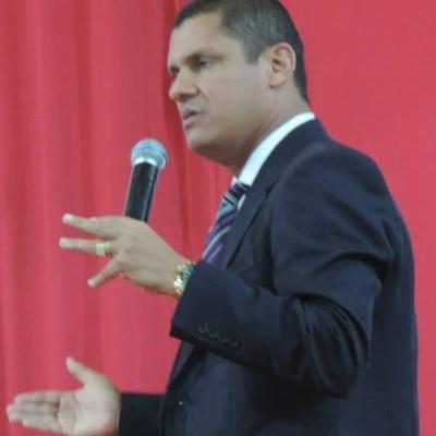 Pastor Adeilson Siris