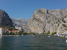 Large walls in Omis
