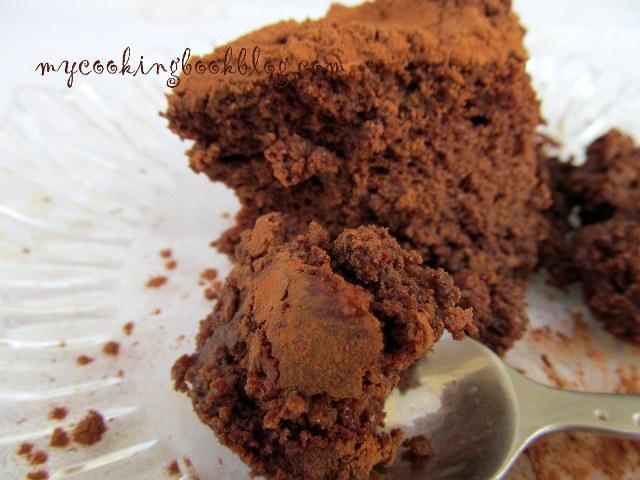 Шоколадов чийзкейк (печен) с цедено кисело мляко