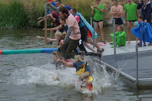 superhelden springen mee voor proper water