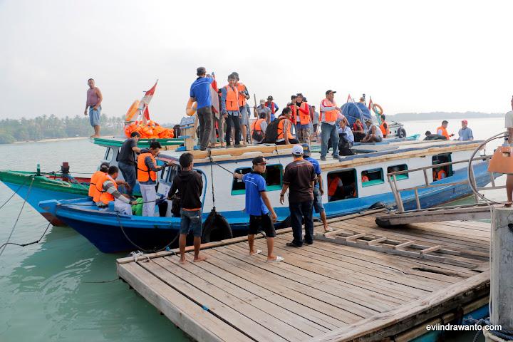 Perahu motor siap berangkat festival krakatau 2015