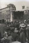 Schulplatz mit Marktszenen, Hintergrund Rosentalgasse, Haugks Hutfabrik; um 1910, Fotograf: Adolf Deininger