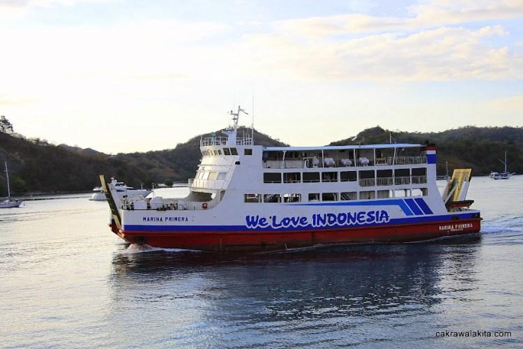Kapal feri yang jadi jembatan Negara Kepulauan Indonesia