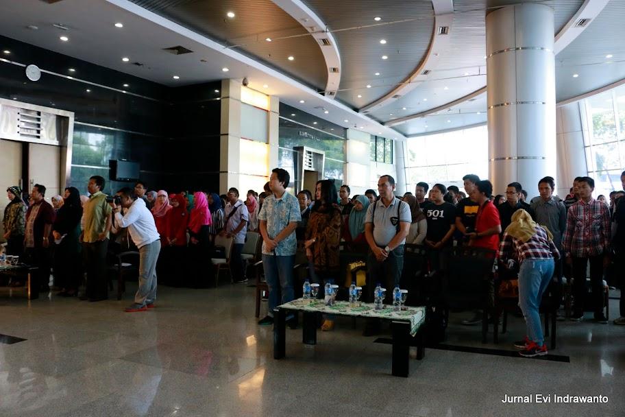 Pembukaan netizen vaganza dengan menyanyikan lagu Indonesia Raya