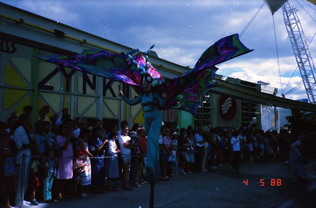 0156Expo Parade