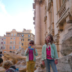 The side of Trevi fontain is the only clear place for a photo.