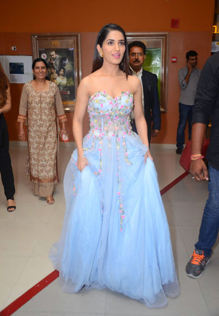 Actress Ruhani Sharma At Chi La Sow Movie Premiere Show Event Photos ❤