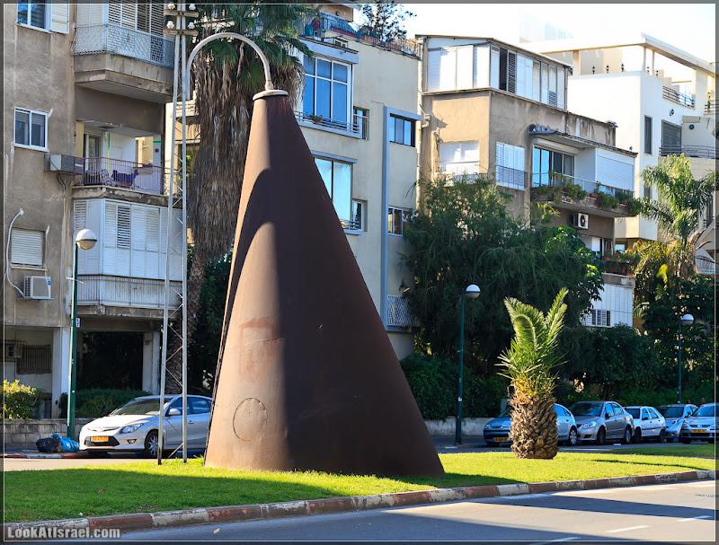 Одно фото / Тель Авив, Железный луч темного света