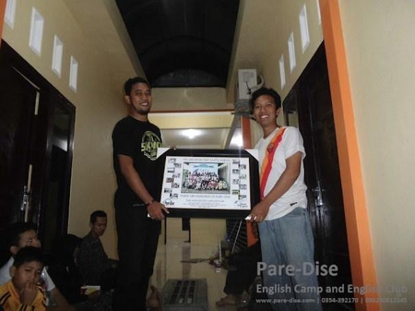Penyerahan Kenang-Kenangan Dari Pare-Dise Untuk SMP Santo Mikail