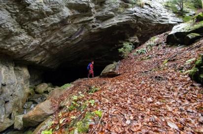 entrée de la grotte des Eaux Chaudes