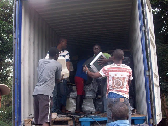 Container Arrival & Offloading in Buea - 100_9090.JPG